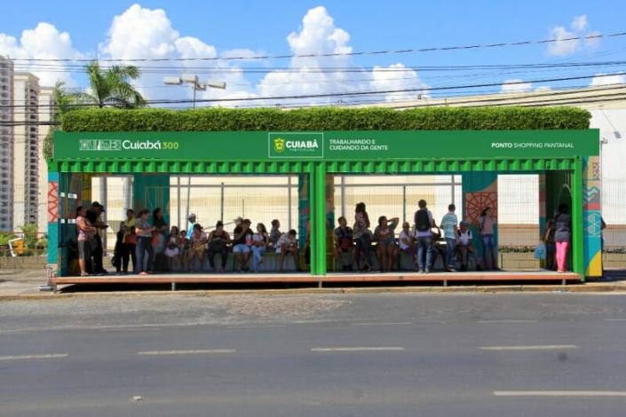 Cuiabá terá 82 pontos de ônibus em contêineres com energia solar e jardim suspenso